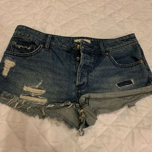 Foxy distressed shorty shorts 28w